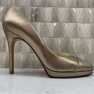 Stuart Weizmann Gold metallic pumps 10 peep toe